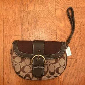Signature Coach Print Brown Wristlet
